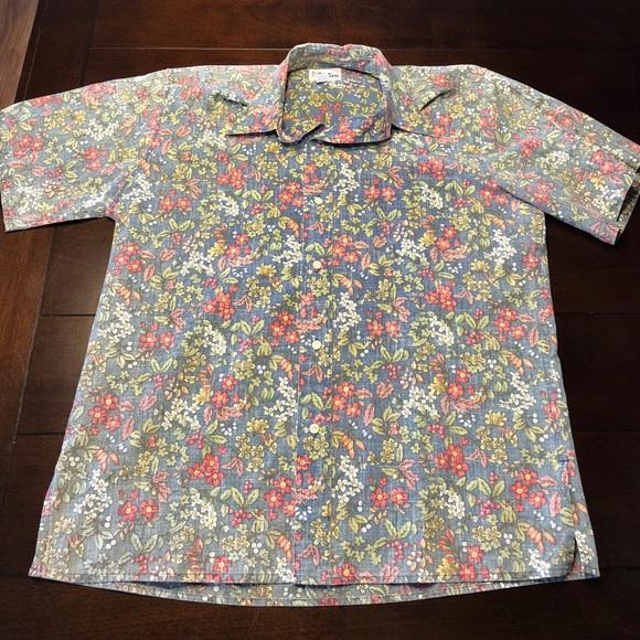 258bc917c Reyn Spooner Hawaiian traditional aloha shirt. M_5a4ac3602c705dff37060dcf